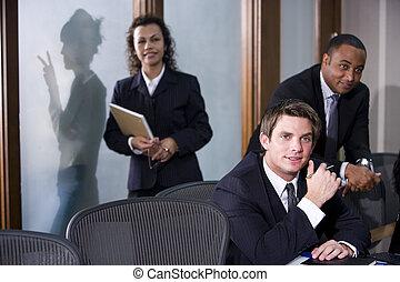 multi-ethnic, üzlet végrehajtó, alatt, boardroom találkozik