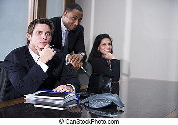 multi-ethnic, üzlet végrehajtó, gyűlés, alatt, tanácskozóterem