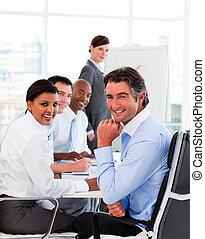multi-ethnique, equipe affaires, à, a, réunion