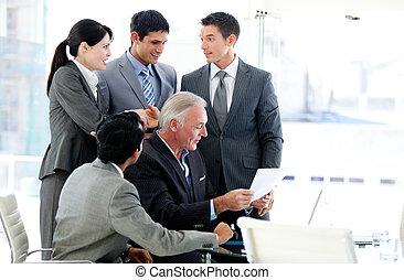 multi-ethnique, equipe affaires, dans, a, réunion