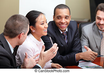 multi-ethnisch, geschäft mannschaft, an, a, meeting., interacting., fokus, auf, frau