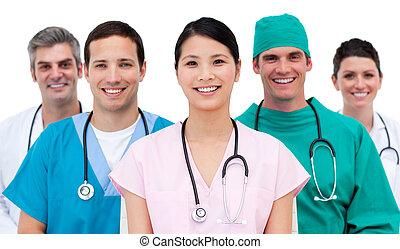 multi-etnic, equipo médico