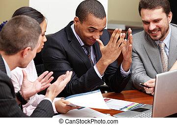 multi etnický, business četa, v, jeden, meeting., interacting., ohnisko, dále, afričan- američanka voják
