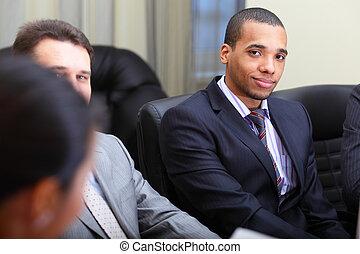 multi etnico, squadra affari, a, uno, meeting., fuoco, su, africano-americano, giovane