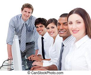 multi-etnisch, handel team, op het werk