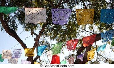 multi, garland., papier, drapeaux, carnival., fête, coloré, coloré, vacances, fête folklorique, ou, coloré, mexicain hispanique, tissu, papel, décoration, authentique, latin, bannière, perforé, amérique, picado, découpé
