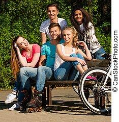 multi groupe ethnique, de, sportif, adolescent, amis, dans,...