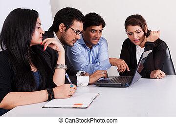 multi, grupo, empresarios, joven, racial, reunión