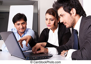 multi, kobieta, grupa, handlowy zaludniają, młody, inidan, spotkanie, businessmen., rasowy, spotkanie