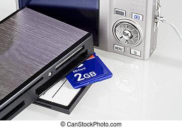 Multi media card reader