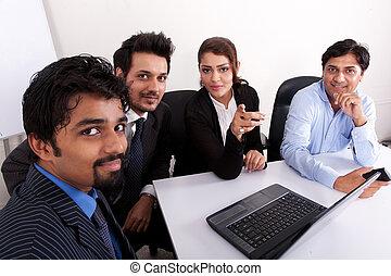 multi-, nő, csoport, ügy emberek, fiatal, inidan, gyűlés, businessmen., faji, gyűlés