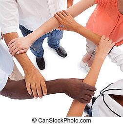 multi-racial, mains, tenir autre