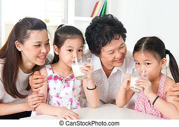 multi, rodzina dom, szczęśliwy, generacje, asian