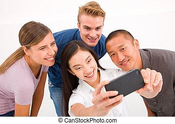 multiethnic, jaźń, komórka głoska, portret, przyjaciele, wpływy, szczęśliwy