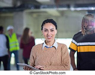 multiethnic, professionnels, groupe, site, construction, architecte, ingénieur