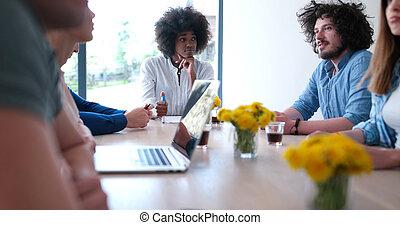 multiethnic, start, geschäft mannschaft, auf, versammlung