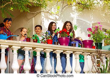 multiethnic, terrassera, tillverkning, barn, trädgård, lycklig