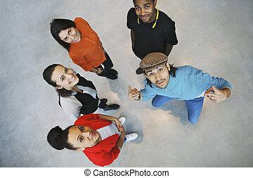 multiethnic, young emberek, látszó, boldog