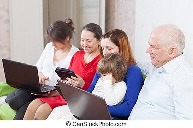 multigeneration, computer, portatile, famiglia