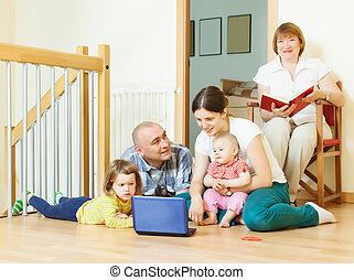 multigeneration, família, casa