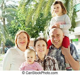 multigeneration, felice, ritratto, esterno, famiglia
