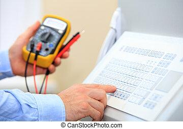 multimètre, industriel, électricien, clavier, utilisation