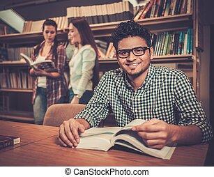multinational, groupe, étudiants, étudier, université, gai, library.