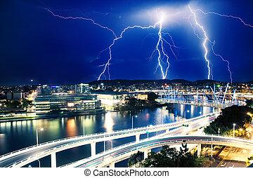 Multiple eletric lightning strikes over river in Brisbane, ...