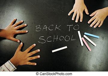 multiraces, barn, _ räcka på, blackboard, med, chalks:, baksida, till, school!