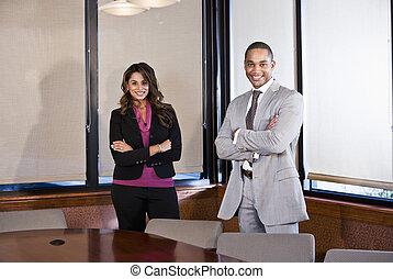 multiracial, businesspeople, en, oficina, sala juntas