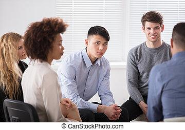 multiracial, businesspeople, en, reunión