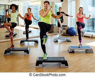 multiracial, durante, grupo, classe, aeróbica