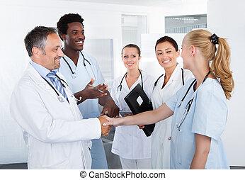 multiracial, feliz, grupo, doutores