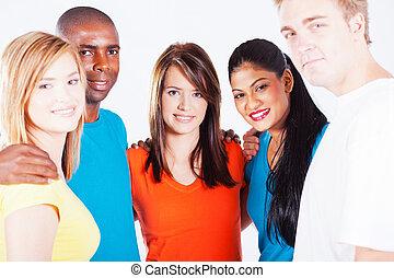 multiracial, gente, abrazo del grupo