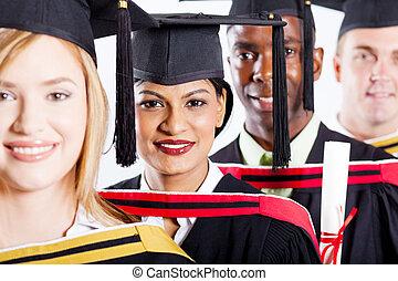 multiracial groep, universiteit, afgestudeerdeen
