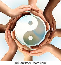 multiracial, manos, circundante, símbolo de yin yang