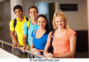 multiracial, studenci, uniwersytet, grupa