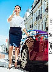 multitasking, fiducioso, intelligente, donna d'affari
