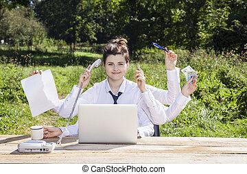 multitasking, vrouw zaak, kantoor, zittende