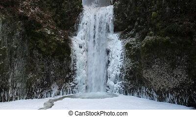 Multnomah Falls in Deep Freeze