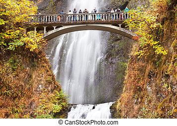 Multnomah Falls Waterfall Columbia River Gorge, Oregon -...