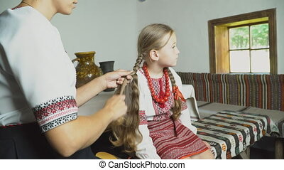 mum combing her daughter's hair - Mom combs his daughter's...