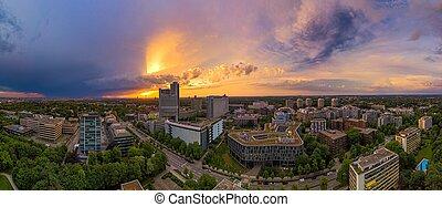 munich, panoramique, droneshot, soir, coloré, au-dessus, sunset.