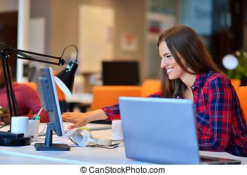 munka hivatal, üzletasszony, laptop, neki, boldog, szegély kilátás