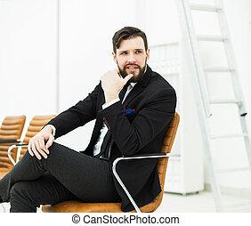 munkavállaló, közül, a, társaság, őt ül, képben látható, egy, szék, közel, a, workplace, alatt, hivatal
