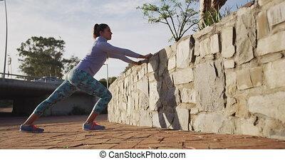 mur, étirage, caucasien, contre, femme