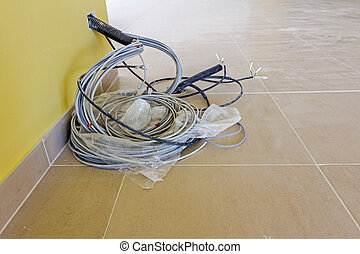 mur, câbles communication, paquet, pendre