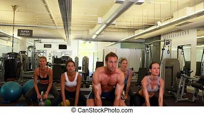 musculaire, instructeur, mener, kettleb