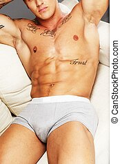 muscular, acostado, hombre, sofá, torso, tattooed, ropa...