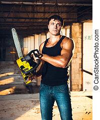 muscular, hombre, con, un, chainsaw